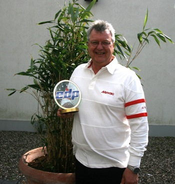 Mimaki Europe's General Manager, Marketing, Mike Horsten with the EDP award for 'Best Print and Cut Solution'