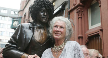 Philomena Lynott with statue of Phil